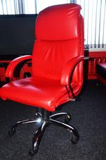 Кресло кожзам офисное.
