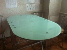 Продам кухонный стол из стекла